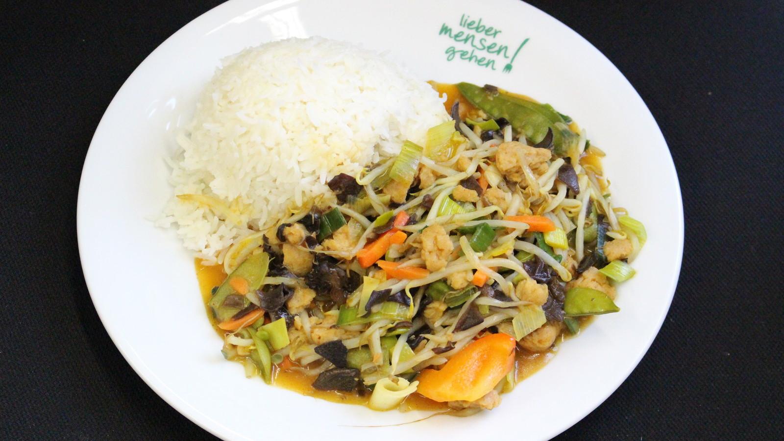 Soja Geschnetzeltes mit Curry, Paprika, Möhre, Lauch und Sprossen, dazu Basmati Reis