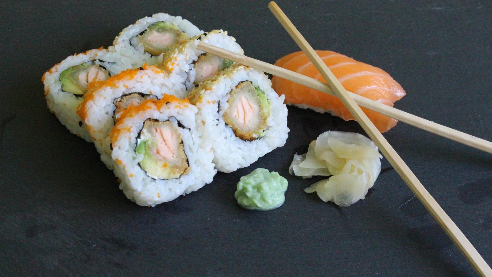 Sushi in verschiedenen Sorten - täglich frisch gerollt und vor Ort hergestellt