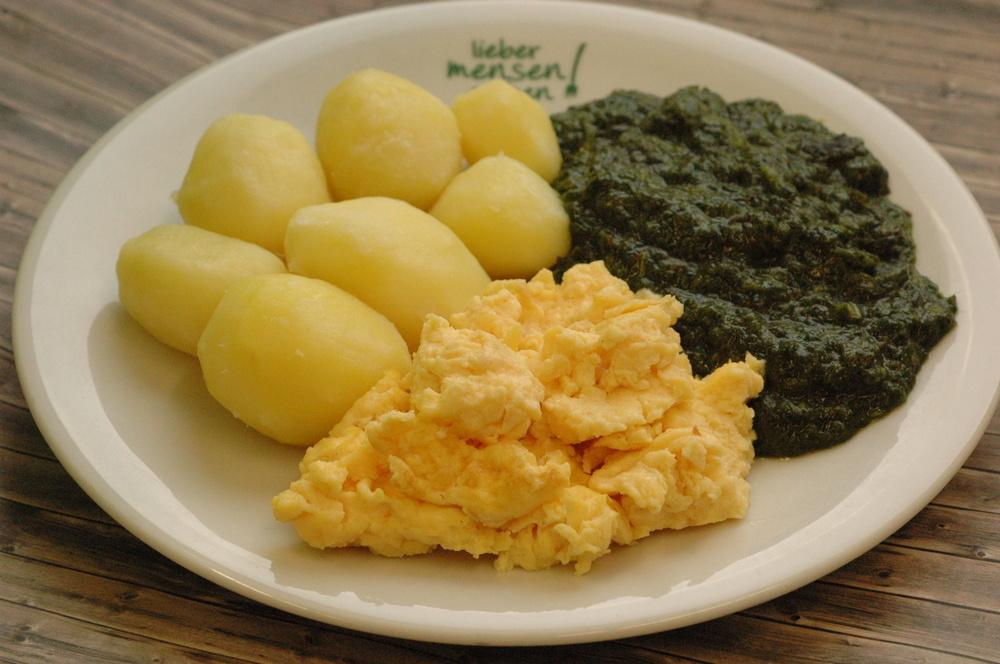 Rührei mit Spinat und Kartoffeln