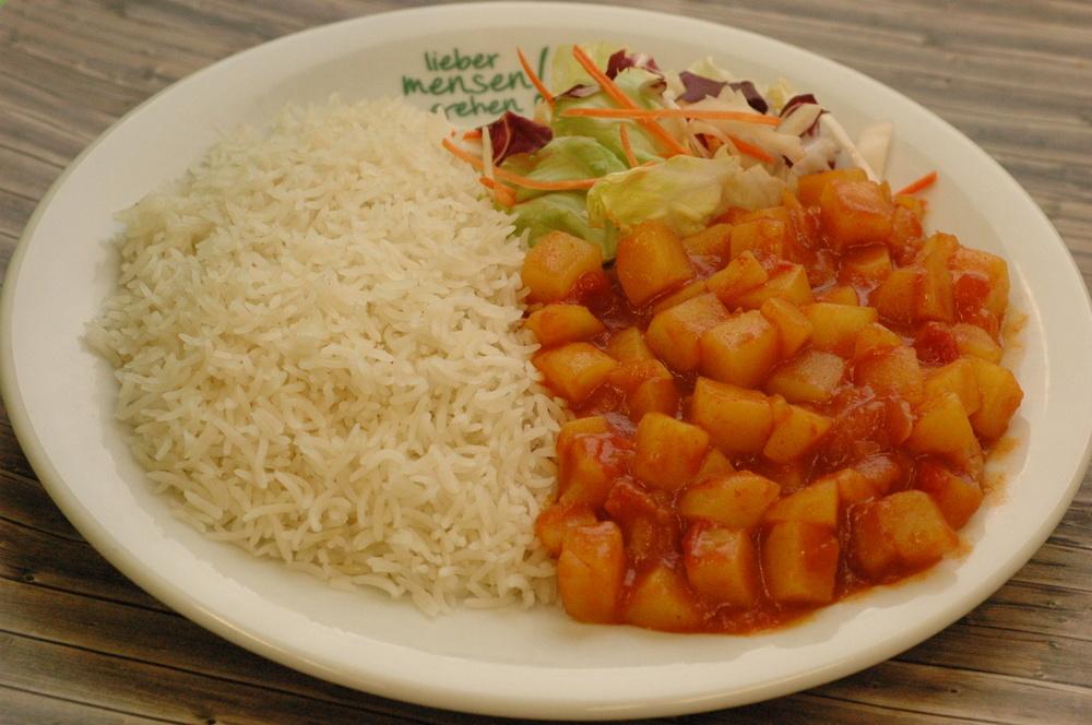 Shogok - Tibetisches Kartoffelcurry mit Basmati Reis und Salat