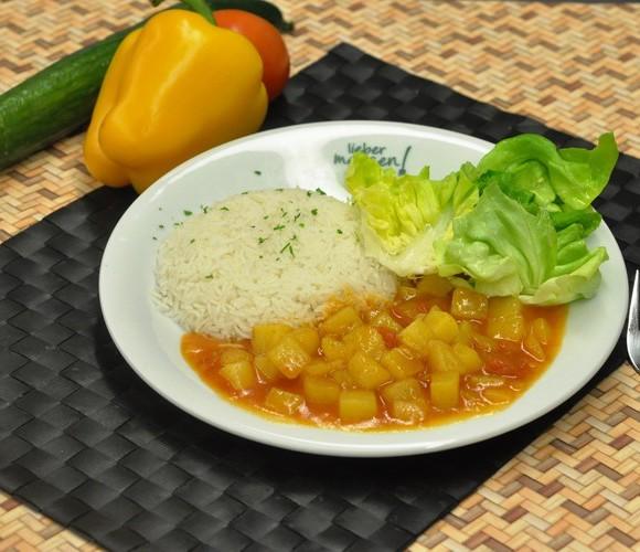 Shogok tibet. Kartoffelcurry mit Basmati Reis und Blattsalat
