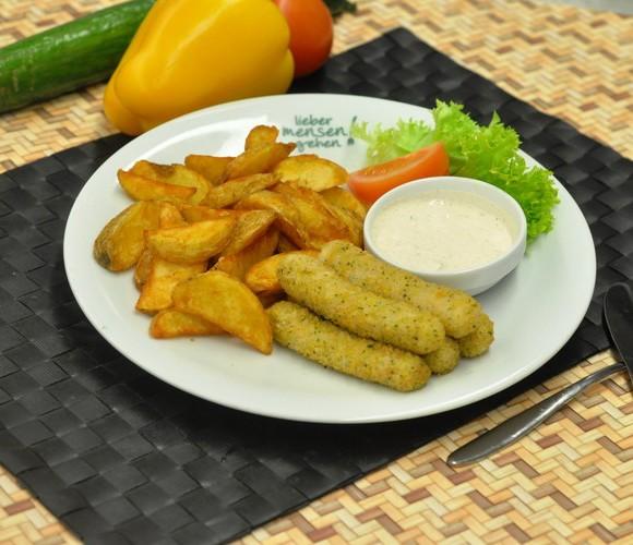 Mozzarellasticks mit Tomatendip , dazu gebackene Kartoffelecken