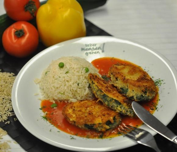 Zucchini im Cornflakesmantel auf Tomatensoße, dazu Risi Pisi